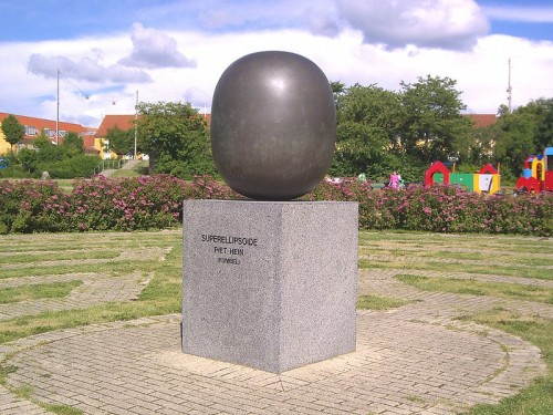 superellipse_egg_statue_500x375.jpg